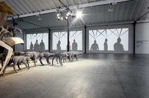 Controllo del corpo di Paolo Grassino, alla mostra Percorso in tre atti. Videoproiezioni, dvd, 3 canali con sonoro. Museo Pecci di Milano. 2012. Foto ZepStudio
