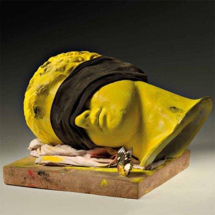 Claudio Parmiggiani, Senza titolo, 1970. Calco in gesso, stracci,terracotta, pigmenti, farfalla, 25x30x20.