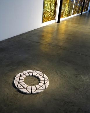Senza titolo, 2016. Ceramica smaltata, diametro 55 cm.